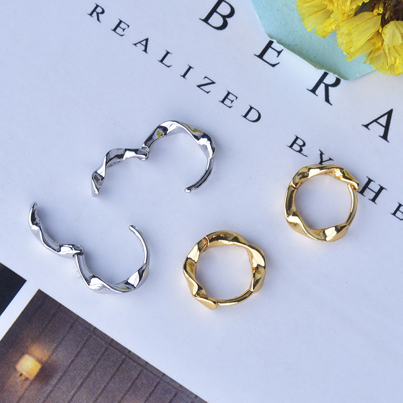 Women's Fashion Simple Spiral Hoop Earrings Golden/White Small Huggies Punk Charming Mobius Earrings Jewelry For Lady Girls