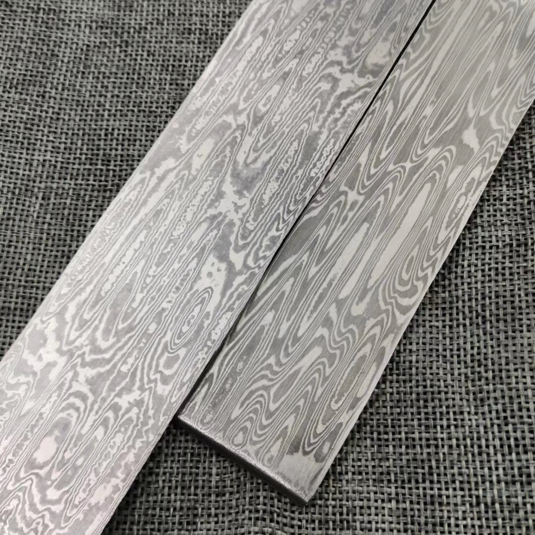 Tools : 1piece Flowing Water Pattern Damascus Steel for DIY Knife Making VG10 Sandwich Steel Knife Blade Blank Has Been Heat Treatment