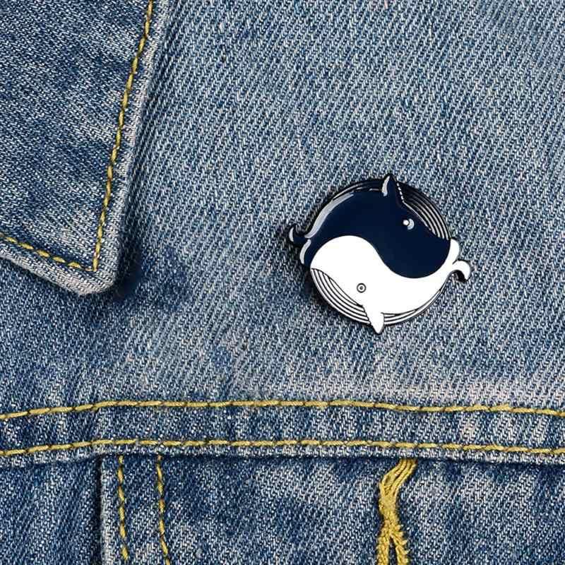 Ocho gráficos en forma de insignias braqueta creativa de peces de la suerte broches Unisex chaqueta y mochila pins de la camisa joyería de moda