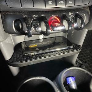 Image 1 - 10W Qi Wireless Car Charger Draadloze Telefoon Oplader Opladen Plaat Accessoires Voor Bmw Mini F55 F56 2017 2018 2019 voor Iphone