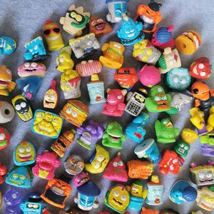 Image 3 - Zomlings Anime Lixo 3CM Modelo Dolls Figuras de Ação Boneca de Brinquedo Crianças Jogando Lixo Superzings Venda Presente de Natal 10PCS/20 Pçs/lote
