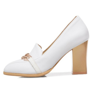 Image 2 - Plus rozmiar 48 nowe wysokie obcasy damskie czółenka luksusowi projektanci czarne białe Party buty biurowe kobieta markowy łańcuszek Casual Dress Pumps
