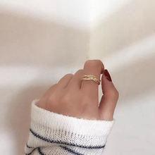 Женское Винтажное кольцо с плетением золотистое матовое металлическое