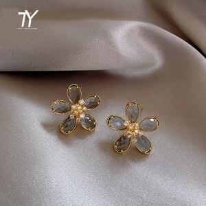 2020 new luxury crystal flower earrings fashion sexy women Earrings temperament European and American Jewelry exquisite Earrings