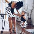 Модное короткое платье для мамы и дочки с рукавом до локтя сексуальные платья с открытыми плечами для мамы и девочки летние Семейные одинак...