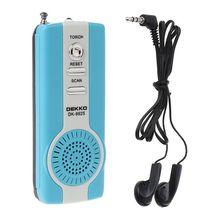 Mini portátil auto scan fm rádio receptor clipe com lanterna fone de ouvido DK 9926