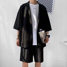 Conjunto de chaqueta y pantalones cortos de estilo coreano para hombre, sólido delgado de manga corta con un solo bolsillo, longitud hasta la rodilla, ropa de verano de gran tamaño para hombre