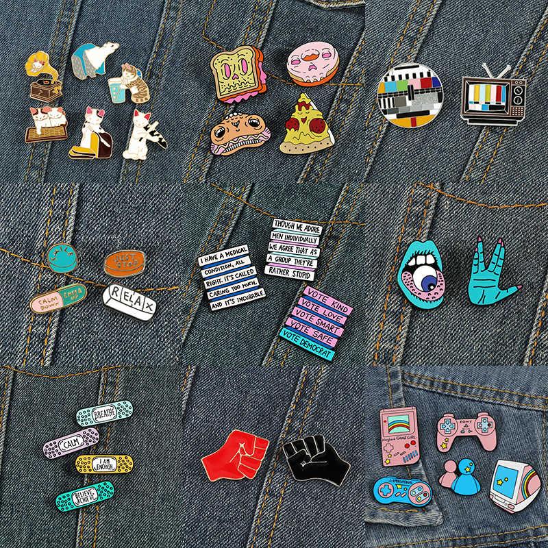 2-7 adet/takım gıda hayvan oyun makinesi broş yumruk Pizza araba mektubu emaye pimleri karikatür sevimli Punk korkusu takı çanta Denim rozetleri