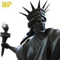 Modern Art Luxurious Statue of Liberty Throw Torch Riot of Liberty Fine Art London Art Fair Resin Sculpture Home Decor Best Gift