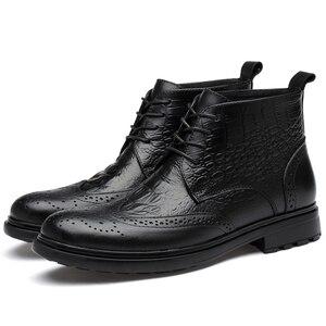 Image 4 - בתוספת גודל גברים יוקרה אופנה פרה עור מגפי תנין דפוס מבטא אירי נעלי מגולף בולוק קרסול אתחול חם כותנה חורף שלג botas sapatos hombre