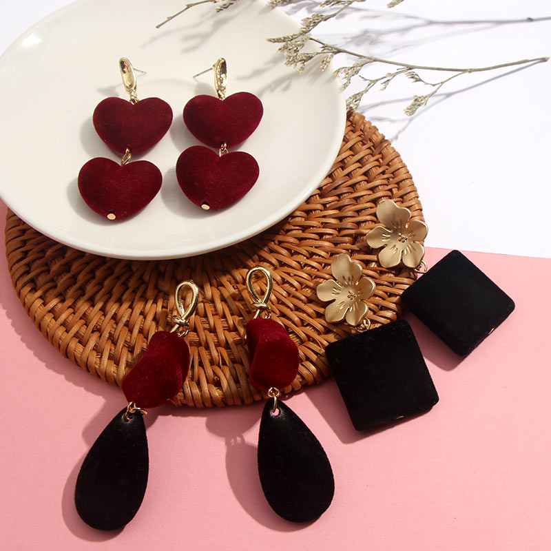 JJFOUCS 2020 Fashion Heart Velvet Earrings For Women Red Black Geometric Statement Dangle Drop Earrings Female Jewelry Hot Sell