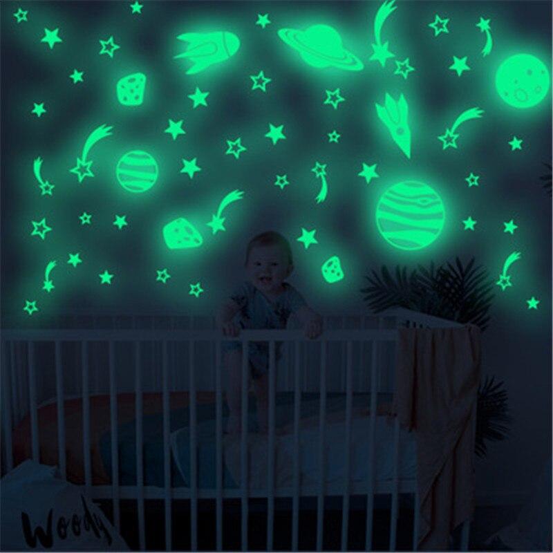 Lueur dans les étoiles sombres Stickers muraux garçon bébé chambre lumineux météore vaisseau spatial fusée Stickers muraux pour chambre d'enfants décor de plafond