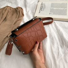 Retro Woman Bag Simple Rivet Decoration European and American Fashion Famous Luxury Brand 2019 New Travel Shoulder