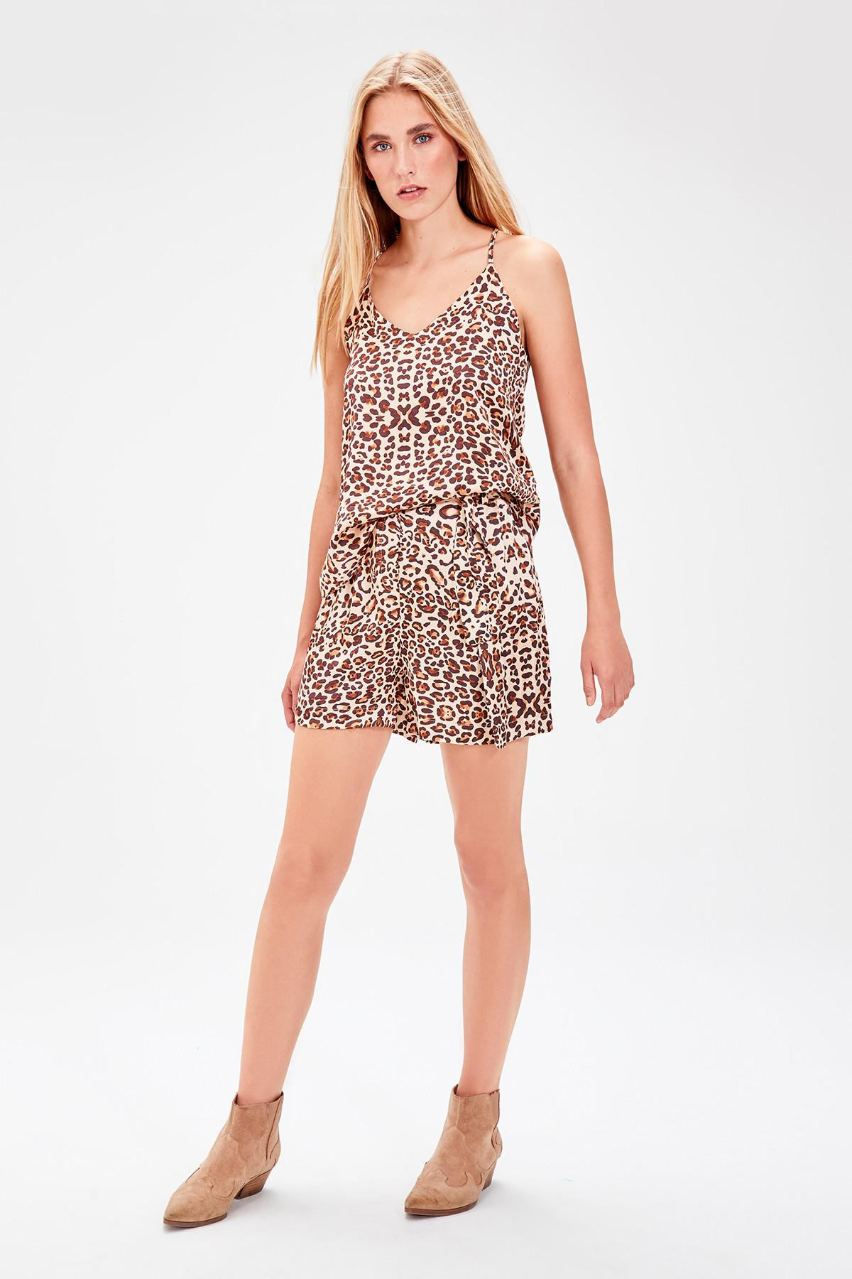 Trendyol Brown Leopard Pattern Shorts TWOAW20SR0019