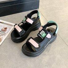 Sandały damskie 2021 nowa letnia moda na rzep platformy rzymskie sandały damskie odkryte kliny gruba podeszwa panie przypadkowi buty na plażę tanie tanio CY TingYi CN (pochodzenie) Wysoka (5 cm-8 cm) Na co dzień podstawowe Kwadratowy obcas Otwarta RUBBER Hook loop Dobrze pasuje do rozmiaru wybierz swój normalny rozmiar