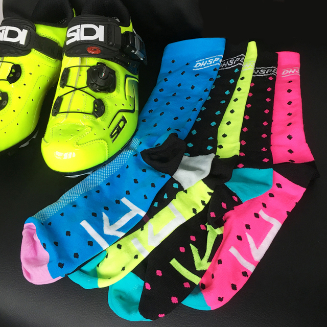 1pair Bicycle Socks Anti-sweat Breathable Cycling basketball soccer Socks Knee Highs Professional protect Running Sport Socks