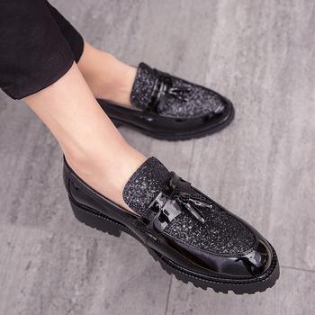 QUAOAR nowe modne męskie buty ślubne buty pana młodego lakierowane brokatowe diamentowe elementy błyszczące osobowości wskazał złote buty tanie i dobre opinie 8759660 Lace-up Pasuje prawda na wymiar weź swój normalny rozmiar Oksfordzie Mieszane kolory Oddychające Wysokość zwiększenie