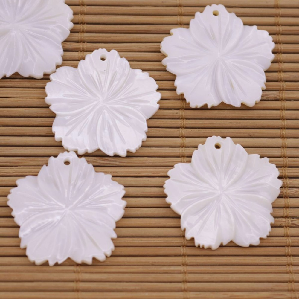 Купить с кэшбэком 10 PCS 28mm Flower Shell Natural White Mother of Pearl Charms Pendant Making