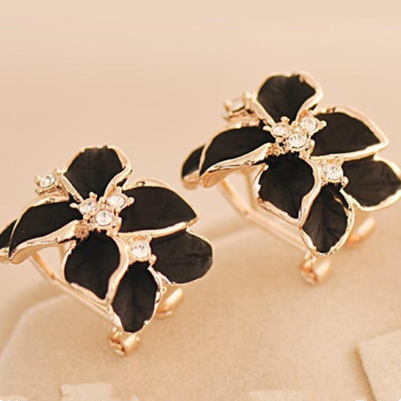 2 Colors Hot Sale Gardenia Flower Stud Earrings South Korea Lovely Country Exaggerated Fashion