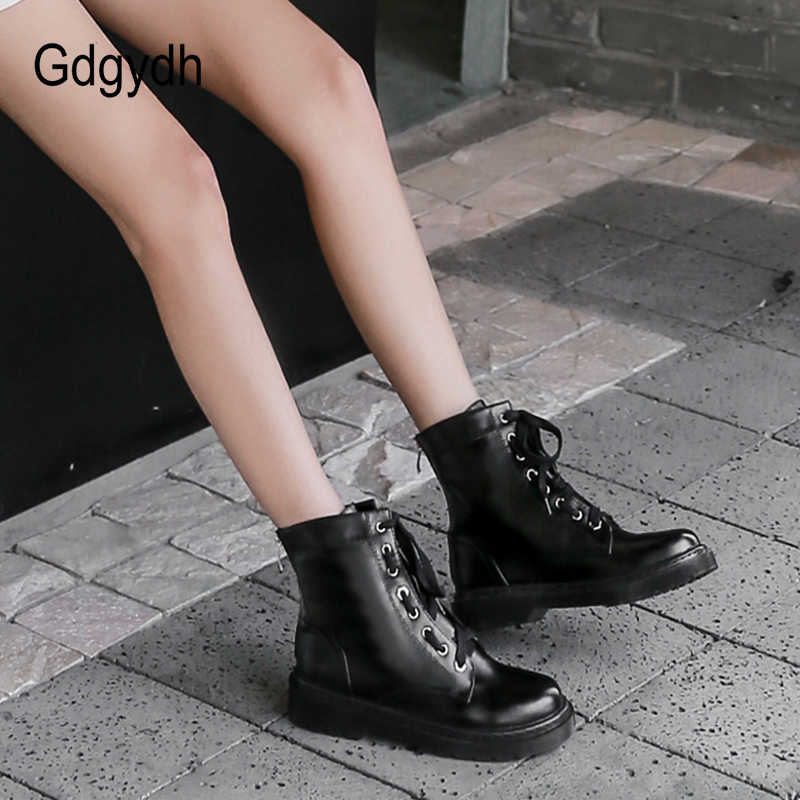 Gdgydh Lace Up tıknaz çizmeler kadın kauçuk taban sonbahar kış kadın kısa çizmeler Lace Up yuvarlak ayak fermuar düşük topuk damla gemi
