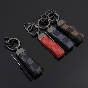2020 Red Blue Square Pattern Leather Keychain Luxury Old Flower Leather Circle Buckle Keychains Auto Car Waist Key Ring Keyhold