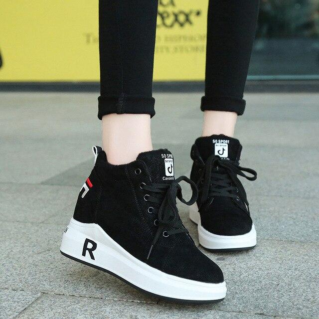 Zapatillas de invierno cálidas de felpa para mujer, zapatos informales con tacón de piel sintética con cordones, zapatos de mujer con forma de cuña, zapatillas de plataforma negras XU055