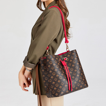 New women's Bag Drawstring Bucket Bag Fashion printed portable bucket bag Single Shoulder Messenger Bag handbag women designer spring and summer 2020 new fashion women s portable bucket bag fashion women s bag trend women s one shoulder messenger bag