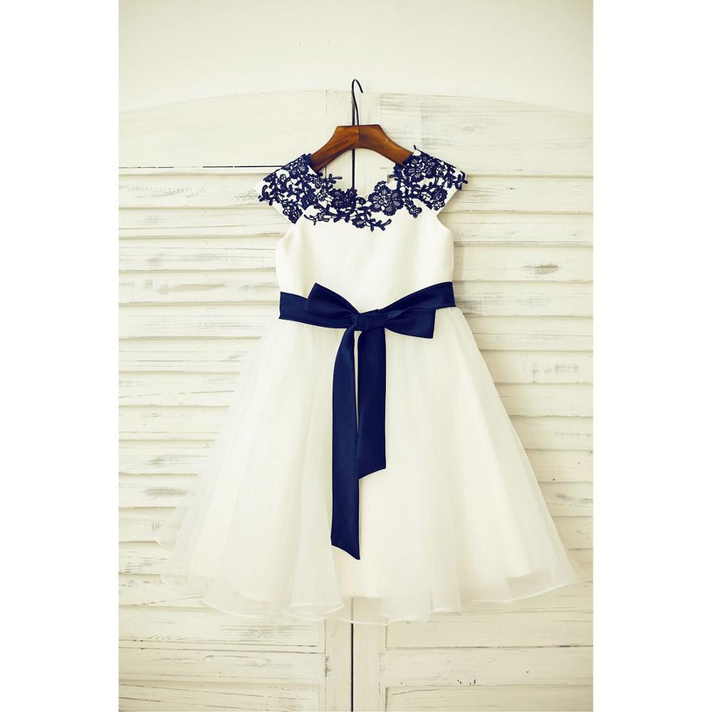 Flower Girl Dress With Big Bow Sashed Ball Gown Scoop Knee-length Capped Sleeves Appliqued Lace Organza Covered Button