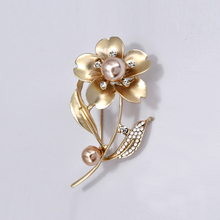 Crystal Flower Brooch Pins Metal Simulated-pearl Brooches for Women Accessories Plant Badges on Backpack Hijab Pin Woman Jewelry simulated pearl brooch pins metal pins for clothes vintage women s brooch for clothes crystal brooches for women jewelry luxury