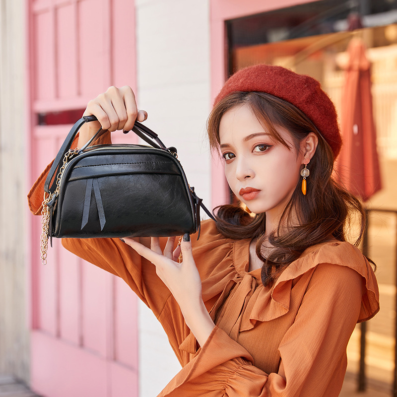 2019 Autumn And Winter New Products Europe And America Cool Oil Skin Shoulder Bag Chain Motorcycle Bag Hand Purse
