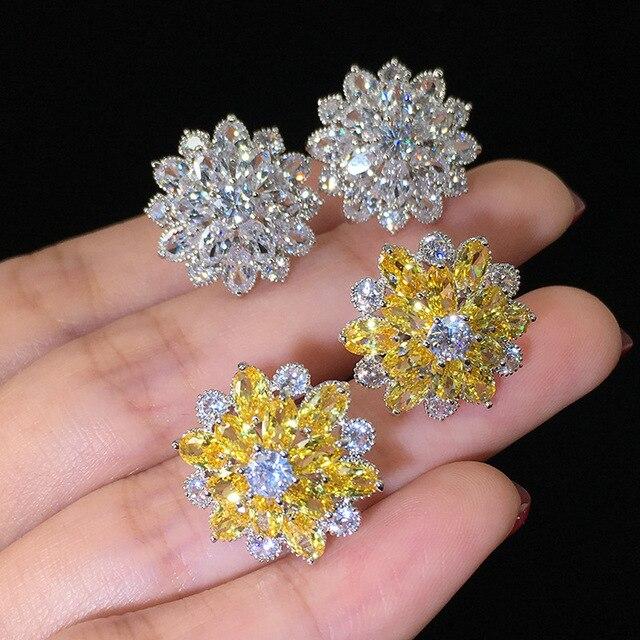 Купить женские серьги гвоздики серебряного цвета с цирконом