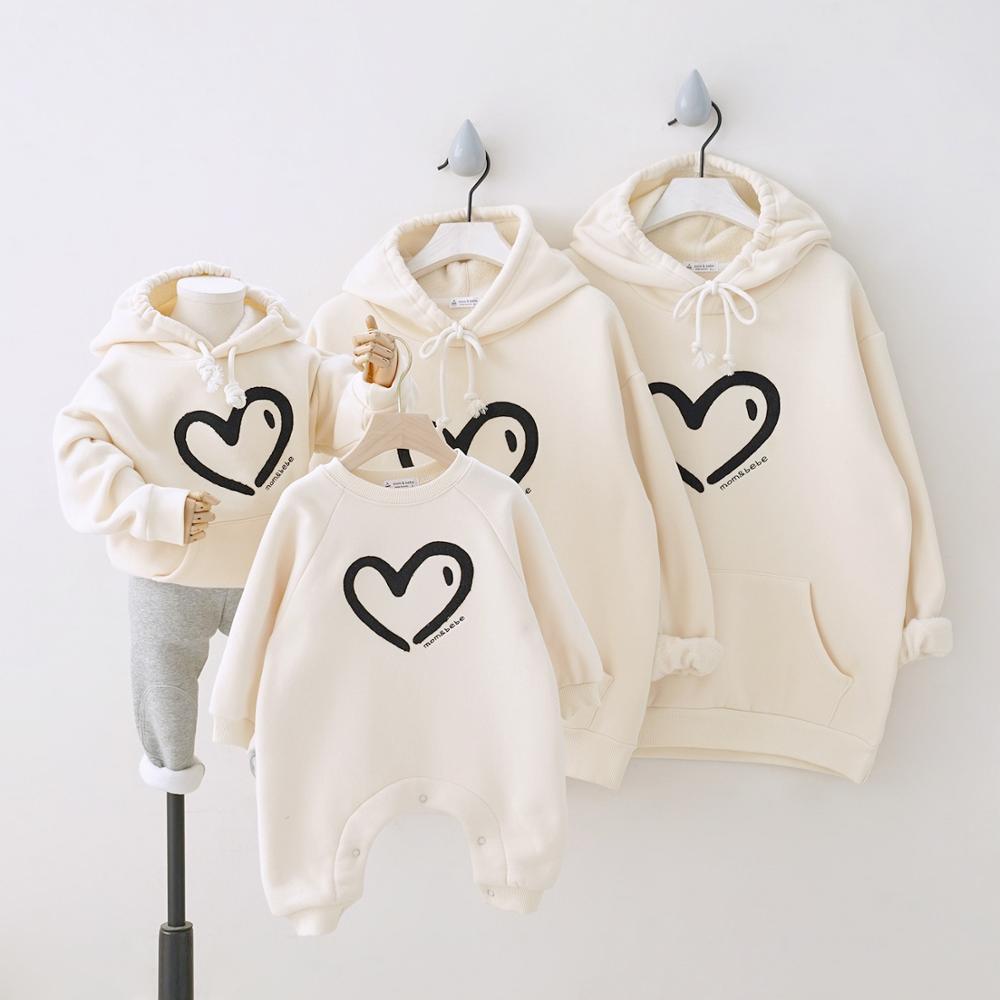 Hiver 2021 Plus velours amour coeur famille correspondant tenues sweat à capuche Parents & enfants chemise bébé longue barboteuse Couple costume