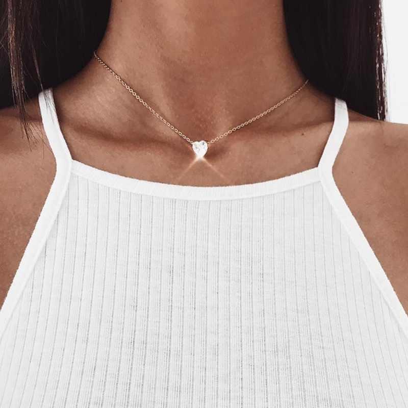 シンプルな小型クリスタルハートペンダントネックレス女性の光沢のあるハート短鎖ネックレスファッションジュエリーの恋人のギフト