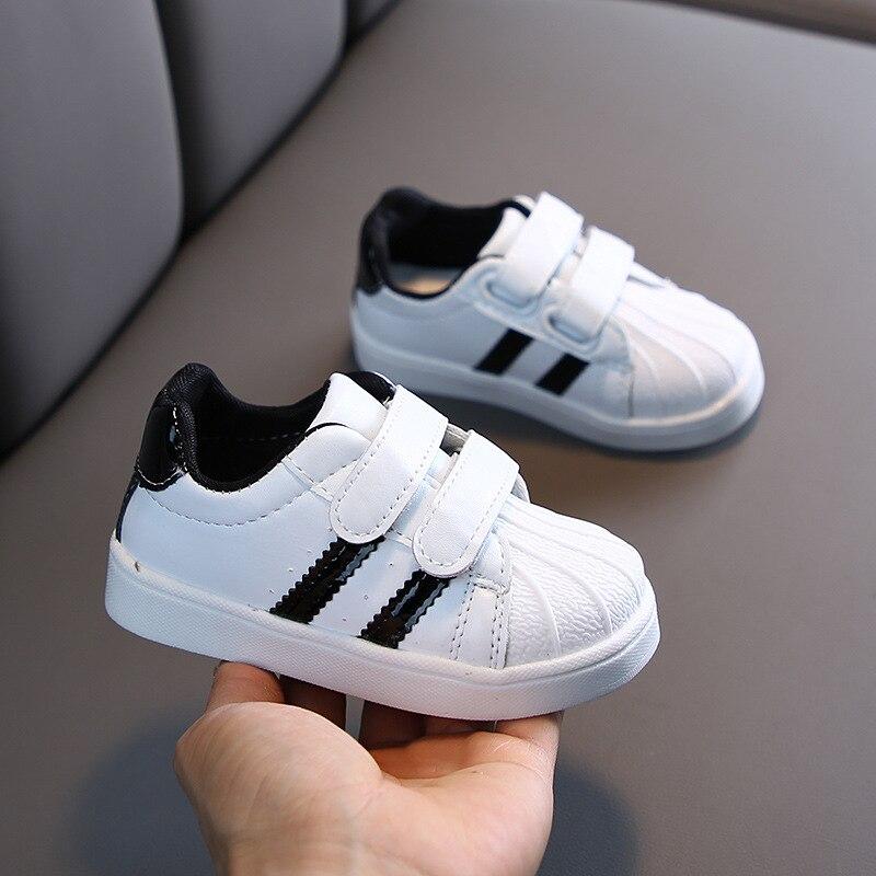 Кроссовки для мальчиков и девочек, детская обувь, модная брендовая белая повседневная обувь из ПУ, мягкий спортивный светильник, детская обувь для бега