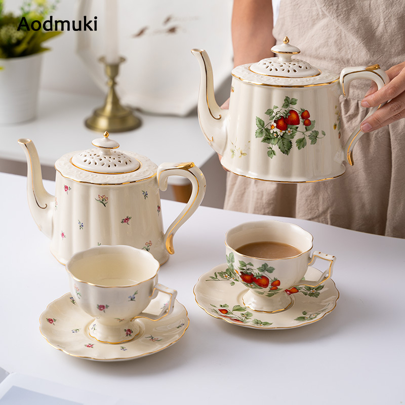 European Style Coffee Mug and Saucer Set Gold Strawberry Pattern Ceramic Kettle Afternoon Tea Cup Set Dessert Plate Cake Pan