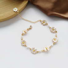 Fashion Sweet White Flowers Bracelets Personality Pearl Metal Minimalist Chrysanthemum Bracelet for Women Jewelry Accessories