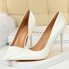 Sexy pompy damskie buty fetysz lakierki skórzane szpilki damskie szpilki szpiczaste buty ślubne biurowe białe 10 5CM tanie tanio LAKESHI podstawowe CN (pochodzenie) Z niewielkim szpicem 0-3 cm Super Wysokiej (8cm-up) Dobrze pasuje do rozmiaru wybierz swój normalny rozmiar