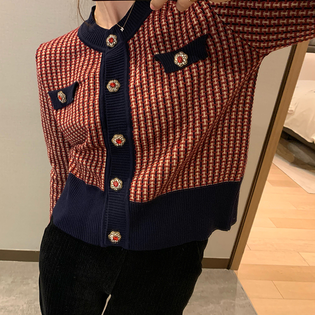 Vintage cardigan with o neck in red plaid