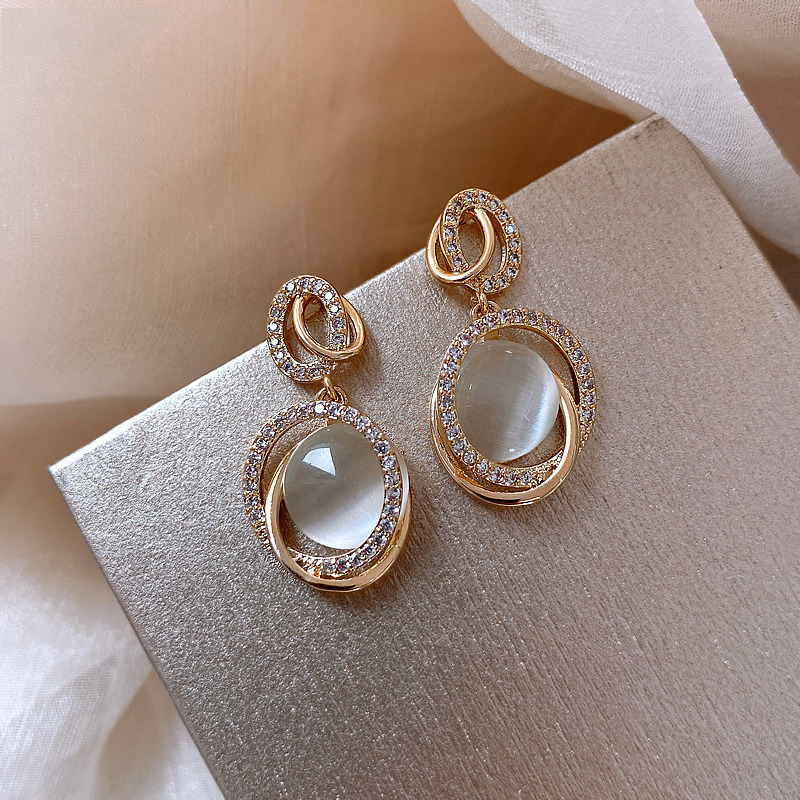 Trendy Female White Moonstone Drop Earring Classic Gold Color Wedding Earrings For Women Charm Crystal Oval Love Dangle Earrings
