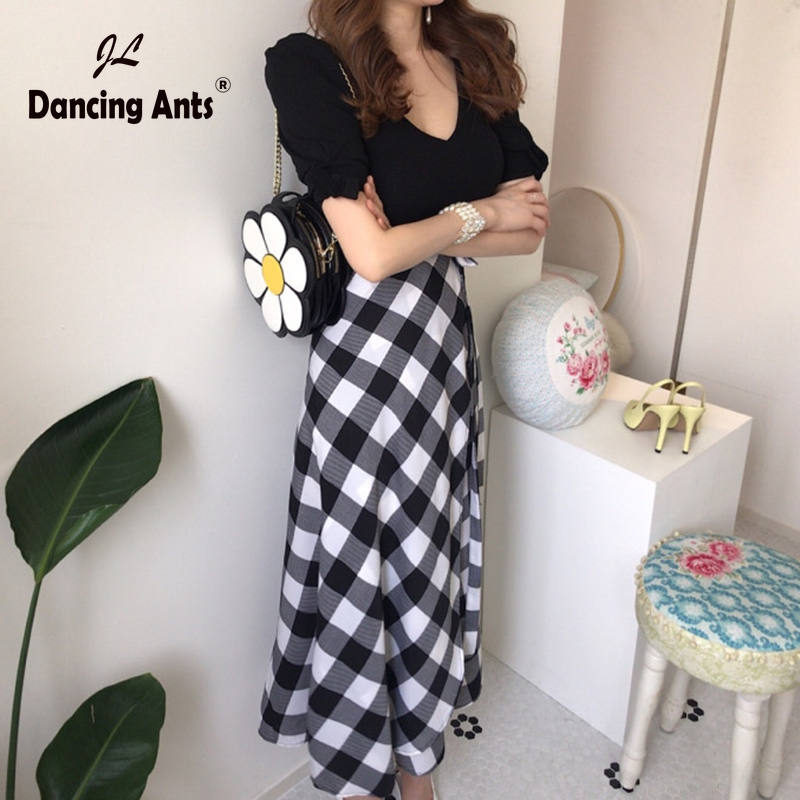 Women Suits Short Sleeve Deep V-neck Skinny Sexy T-shirts + High Waist Vintage Plaid Skirts Two Piece Sets 2020 Summer Fashion