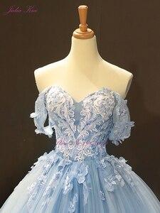 Image 3 - جوليا كوي رائع الكرة ثوب الزفاف السماء الزرقاء اللون مع أنيقة يزين 3D الزهور ثوب زفاف قبالة الكتف