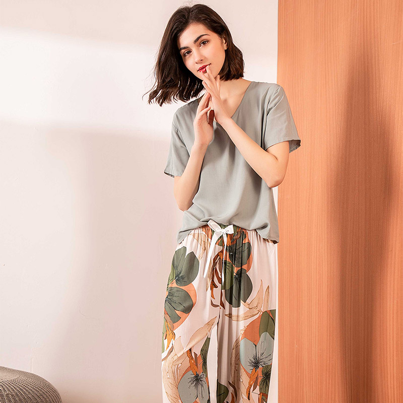 2020 Summer New Women V-Neck Leaves Printed   Pajamas     Set   Ladies Comfort Simple Style Sleepwear Loose Soft Casual Wear Homewear