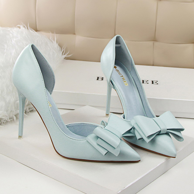 Bow Pointed Toe Pumps  1