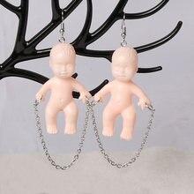 Brincos de boneca-brincos kitsch, bijuterias upcycled, brincos de boneca assustador, jóias de objetos encontrados, jóias de boneca de bebê bonito, peculiar