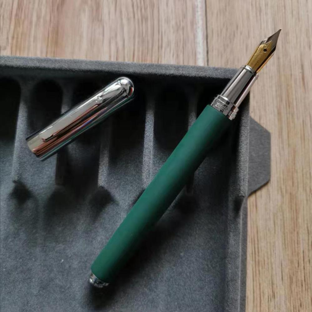 RARE Vintage HERO 395 Fountain Pen Ink Pen Matte Dark Green Barrel With Silver Cap Stationery Office School Supplies