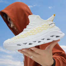 spring and summer new low top color matching tide shoes wild sports shoes running shoes 2020 spring and summer new men's casual sports shoes lightweight breathable mesh running shoes wild running men's shoes