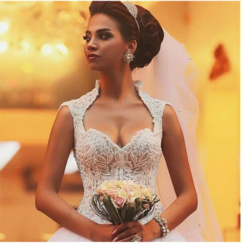Gorgeous Beading A Line Islamic Wedding Dresses Romantic Tulles Skirt Court Train Bridal Gown Vestidos De Novia