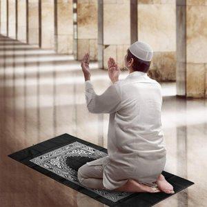 Image 3 - Polyester Draagbare Gevlochten Matten Gebedskleed Moslim In Pouch Mat Gewoon Print Hot Koop 1 Pc 100*60 Cm reizen Met Kompas Deken