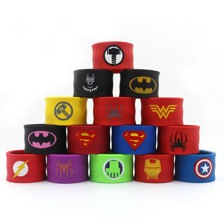 Pulseira de silicone de desenhos animados 21cm, brinquedos macios de super-heróis, thor, homem aranha, batman, homem de ferro, super-homem, mulher maravilha, flash, presente para crianças
