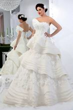 Платье с глубоким вырезом и аппликацией на одно плечо vestido